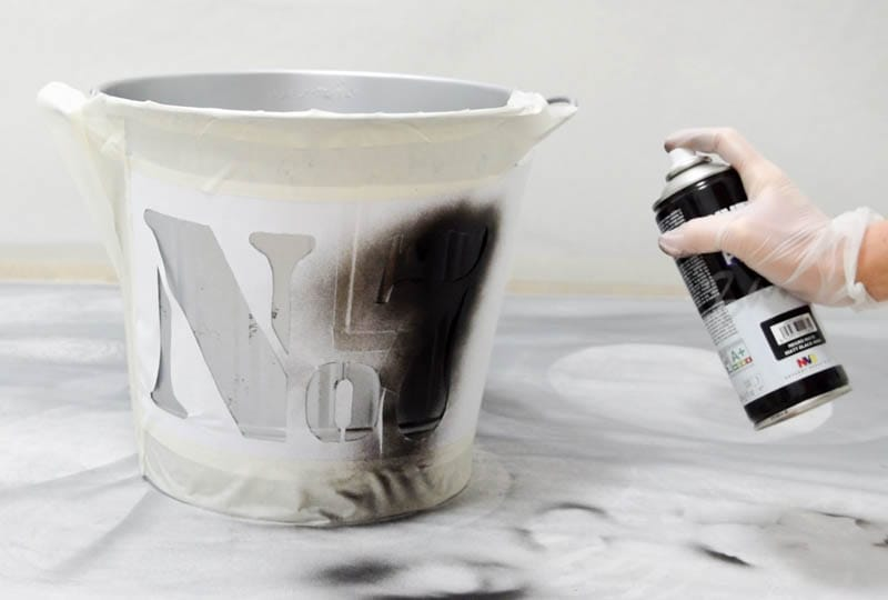 How to apply the spray paint